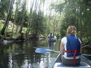 Kanal zwischen Seen im Vättlefjäll, Schweden, ideal mit dem Kanu
