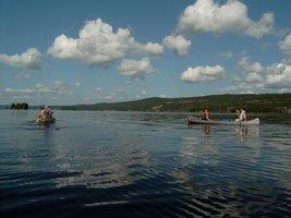 Mit dem Kanu auf dem Lelång in Dalsland, Schweden