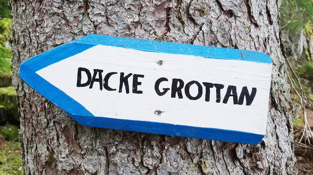 Schild zur Dacke Höhle