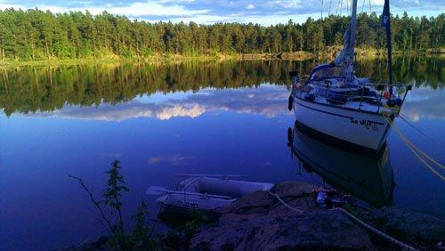 Segelboot in den schwedischen Schären
