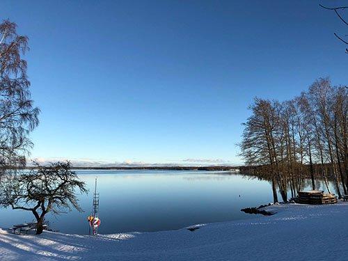 Schwedentraum im Winter am See