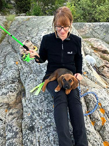 mit Hund in Schweden beim Angeln