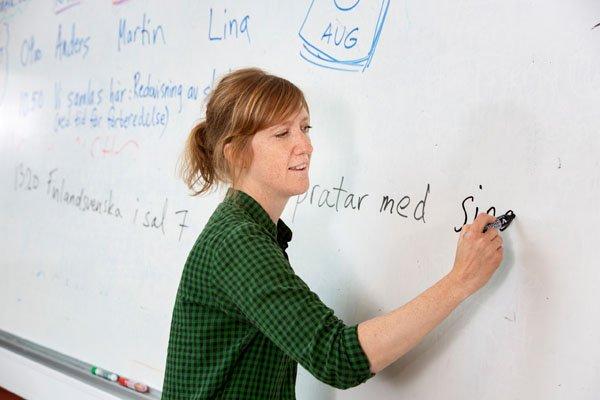 Lehrerin in einer schwedischen Schule