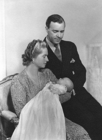König Carl XVI Gustaf mit seinen Eltern 1946