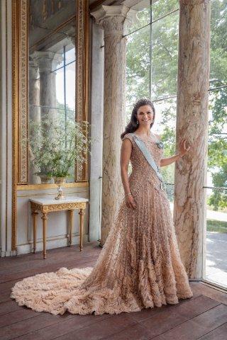 Kronprinzessin Victoria in festlichem Kleid