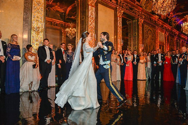 Carl Philip tanzt mit Sofia während der Hochzeit