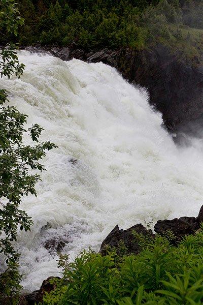 Mitreißende Natur: der Wasserfall Tännforsen