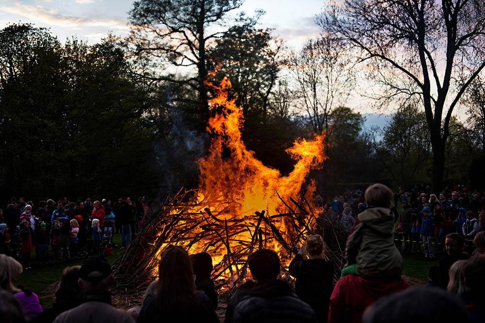 Valborg – von Hexen, Feuern und bunten Booten